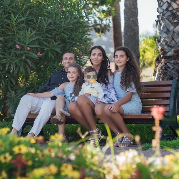 Алсу с дочками и мужем