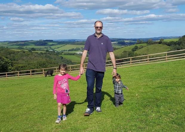 Марк Смит  с детьми после похудения