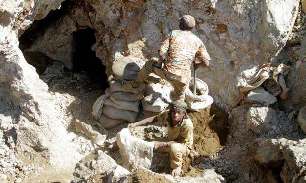 шахтеры в шахте Конго