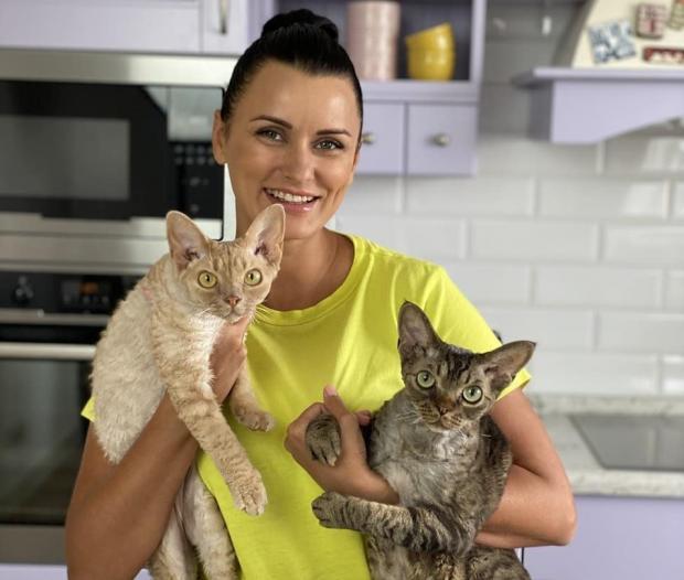 Лиза Глинская с кошками