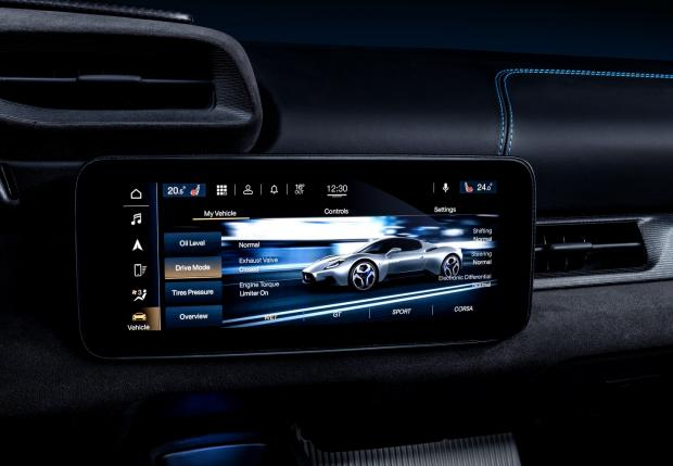 дисплей белого Maserati MC20