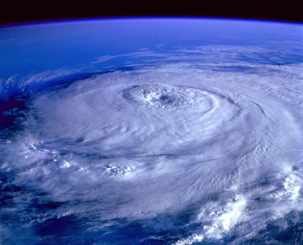 Ураган вид из космоса
