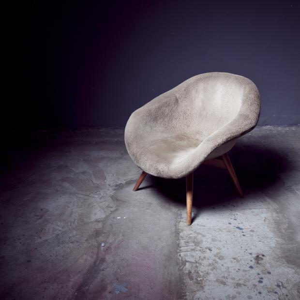 замшевое кресло
