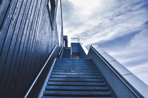 лестница, уходящая вверх