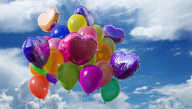 разноцветные воздушные шары в небе
