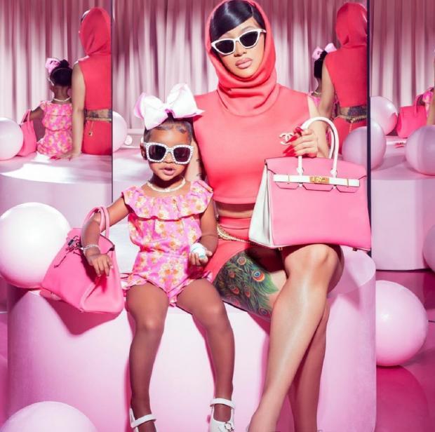 Карди Би с дочерью