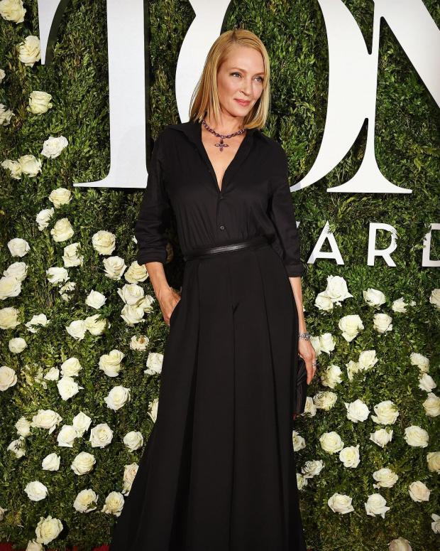 Ума Турман в черном платье