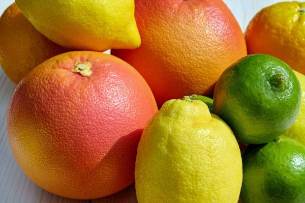 апельсины, лимоны, лайм, мандарины
