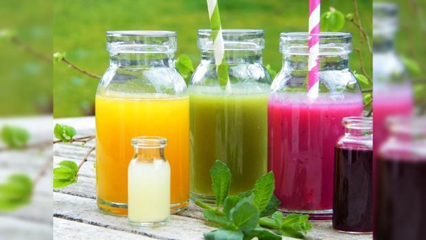 деток напитки для похудения в разноцветных бутылках
