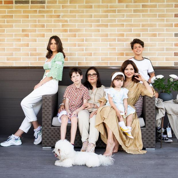 Екатерина Климова с мамой и детьми
