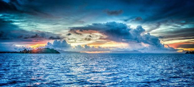 закат у горизонта над морем