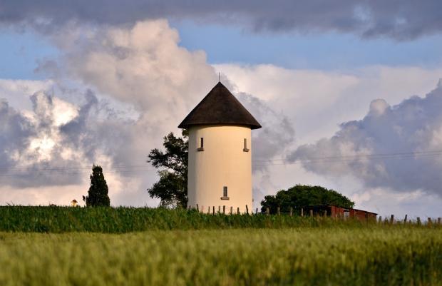 водонапорная башня в сельской местности Люксембурга