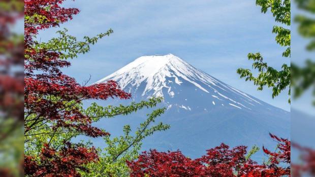 горя спящий вулкан в Японии
