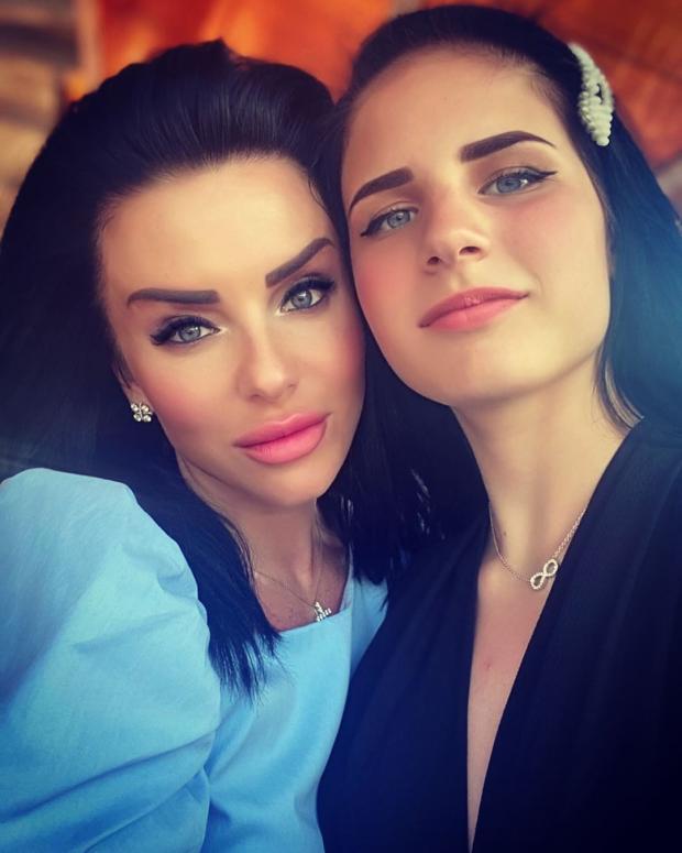 Юлия Волкова с дочерью