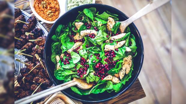 салат из шпината курицы и граната