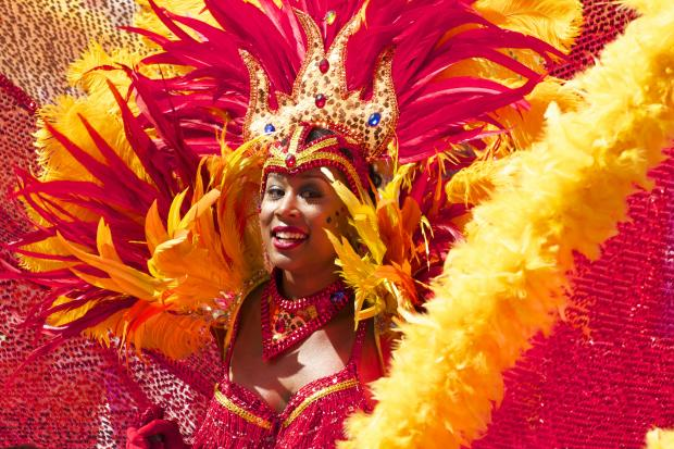 Женщина на карнавале