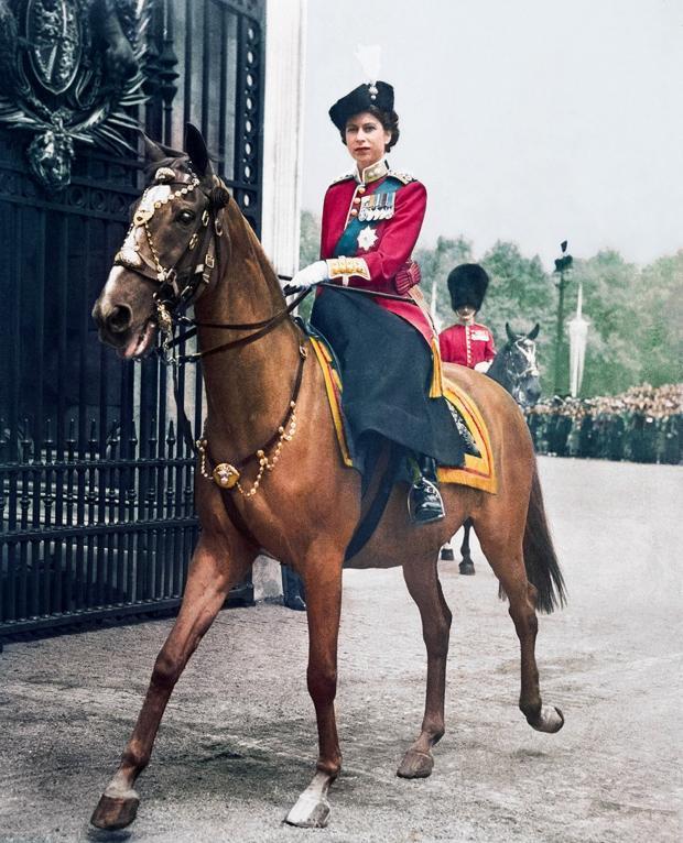 Елизавета II на коне