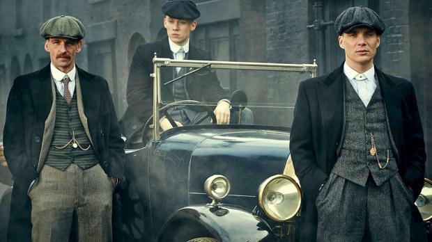 кадр из сериала остыре козырьки