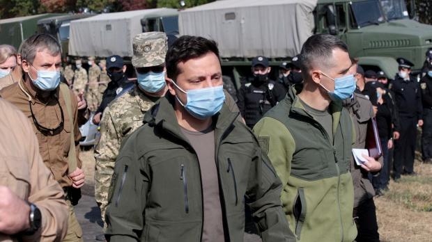 Владимир Зеленский на месте крушения самолета