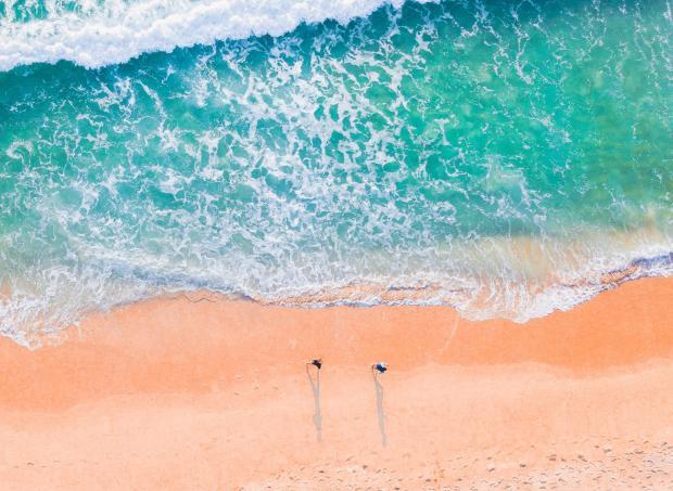 Пляж и морская вода