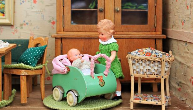 кукольный домик - 2 детей шкаф коляска стол