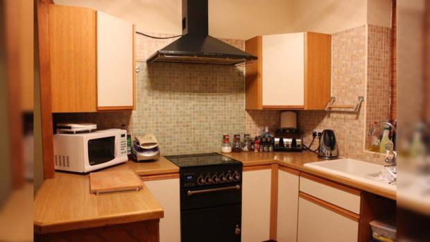кухонный гарнитур с микроволновой печкой