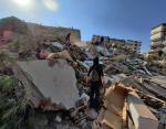 Мощное землетрясение в Турции силой 7 баллов разрушило здания и вызвало цунами