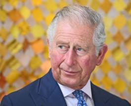 Принц Чарльз впервые замечен на публике в маске во время визита в Северную Ирландию