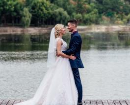 Свадьба на границе двух стран: влюбленная пара организовала интересное торжество
