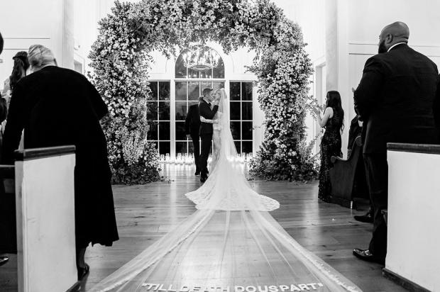 Свадебная фотография Джастина Бибера и Хейли Болдуин