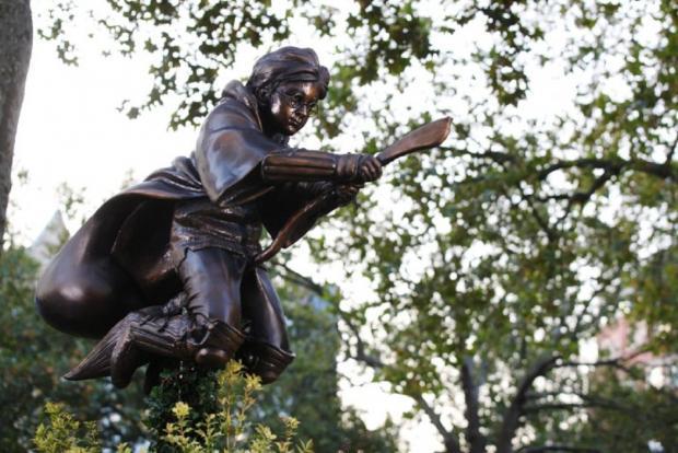 Статуя Гарри Поттера