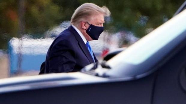 Дональд Трамп в маске