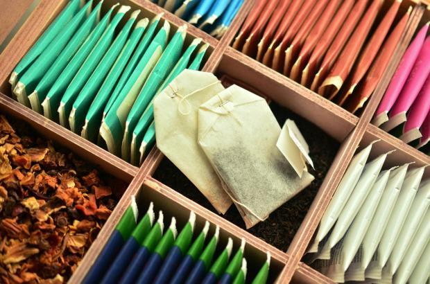 чайные пакетики в деревянной коробке