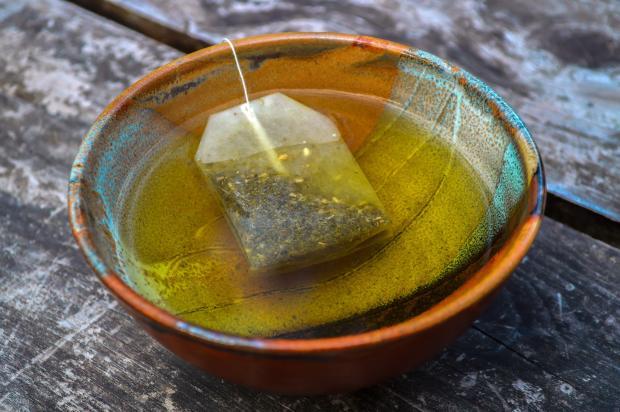 заваренный чай в пиалке