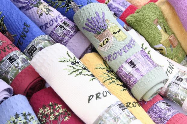 набор красивых кухонных полотенец различной расцветки