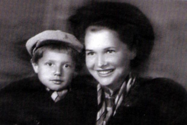 Маленький Александр Пороховщиков с мамой