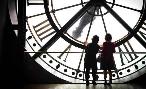 большие часы в музее