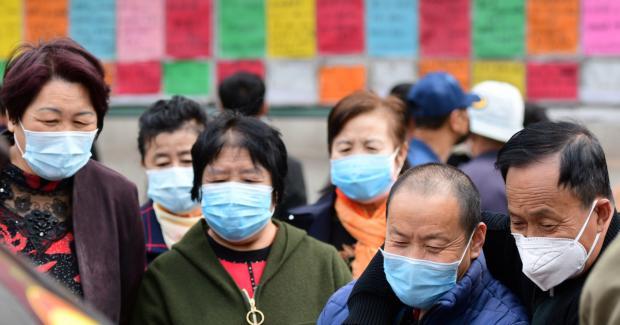 Китайцы в защитных масках