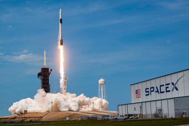 Ракета стартует в космос