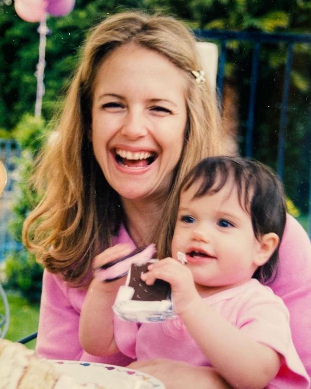 Молодая Келли Престон с дочерью