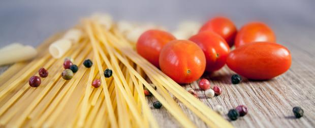 спагетти с красными помидорами