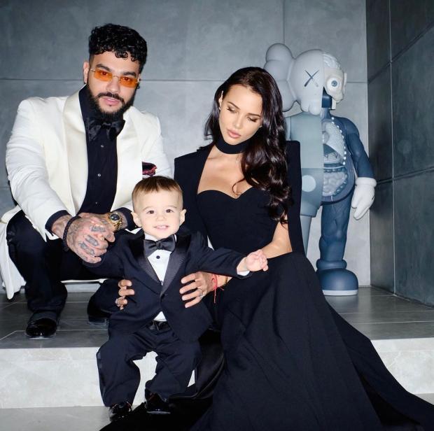 Тимати и Настя в элегантных нарядах с сыном