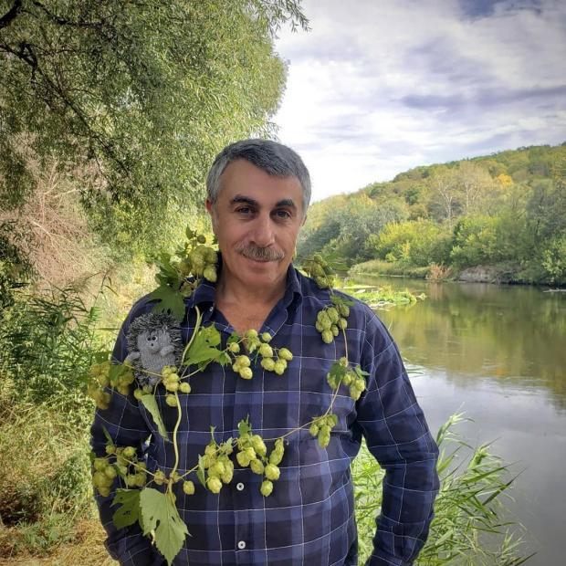 доктор Комаровский у реки