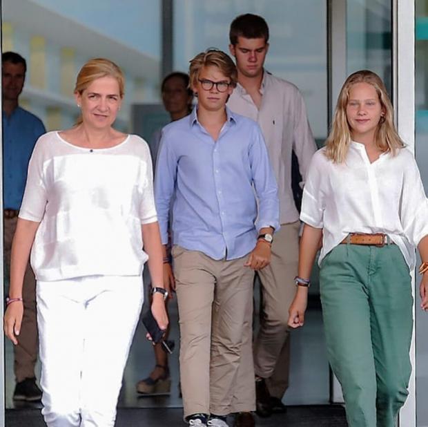 Принцесса Кристина в белом комплекте