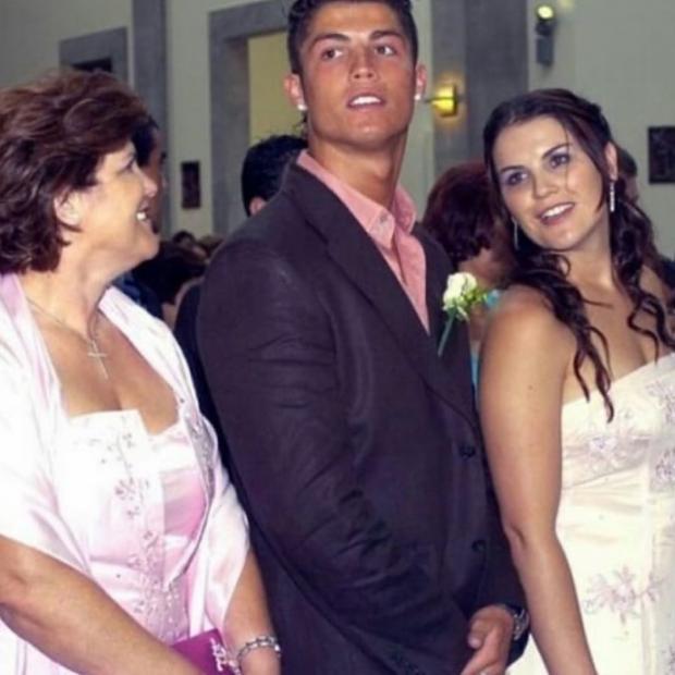 Криштиану Роналду с сестрой Катей и мамой