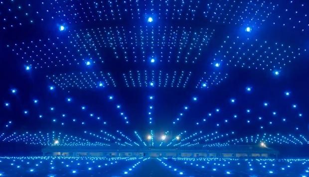 более 3 тысяч дронов светятся в небе