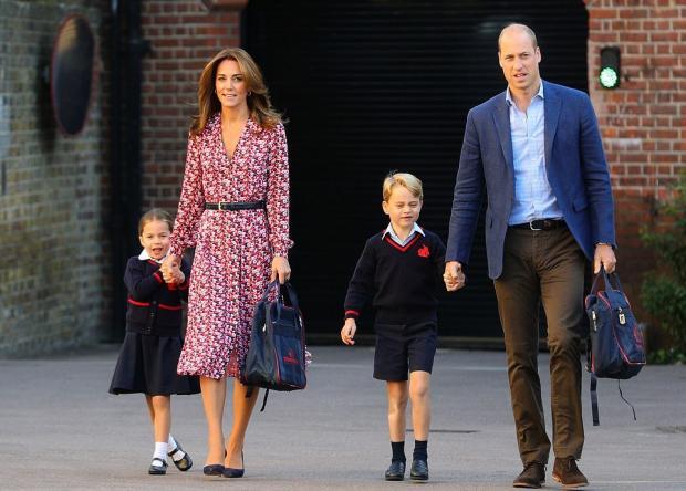 Принц Уильям и Кейт ведут детей в школу