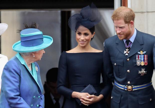 Меган, Гарри и королева на балконе Букингемского дворца