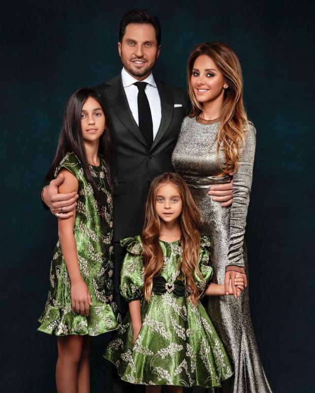 Александр Ревва с женой и дочерьми