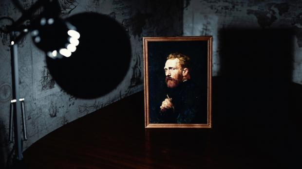 портрет художника Ван Гога на столе